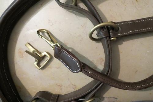 réparation d'un licol en cuir